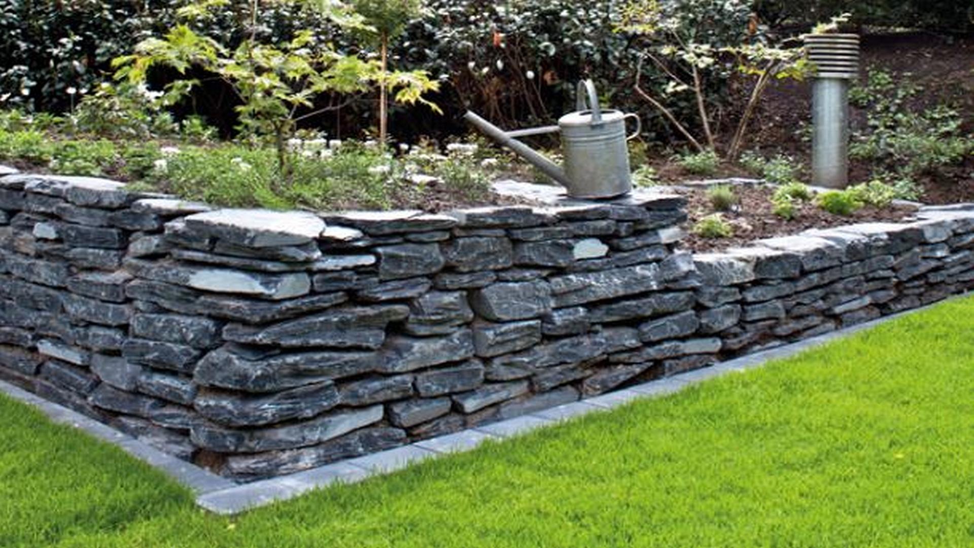Schiefer schwarz Mauersteine teilweise gespalten, ca. 15-40