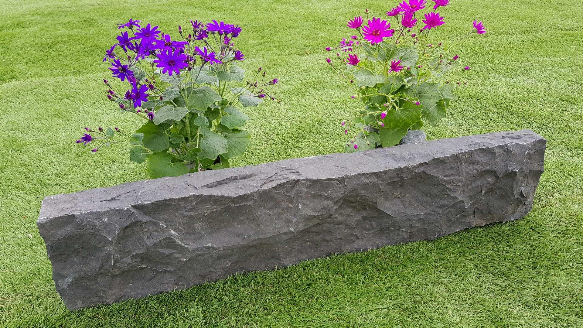 Rasenkanten Basalt Gespalten
