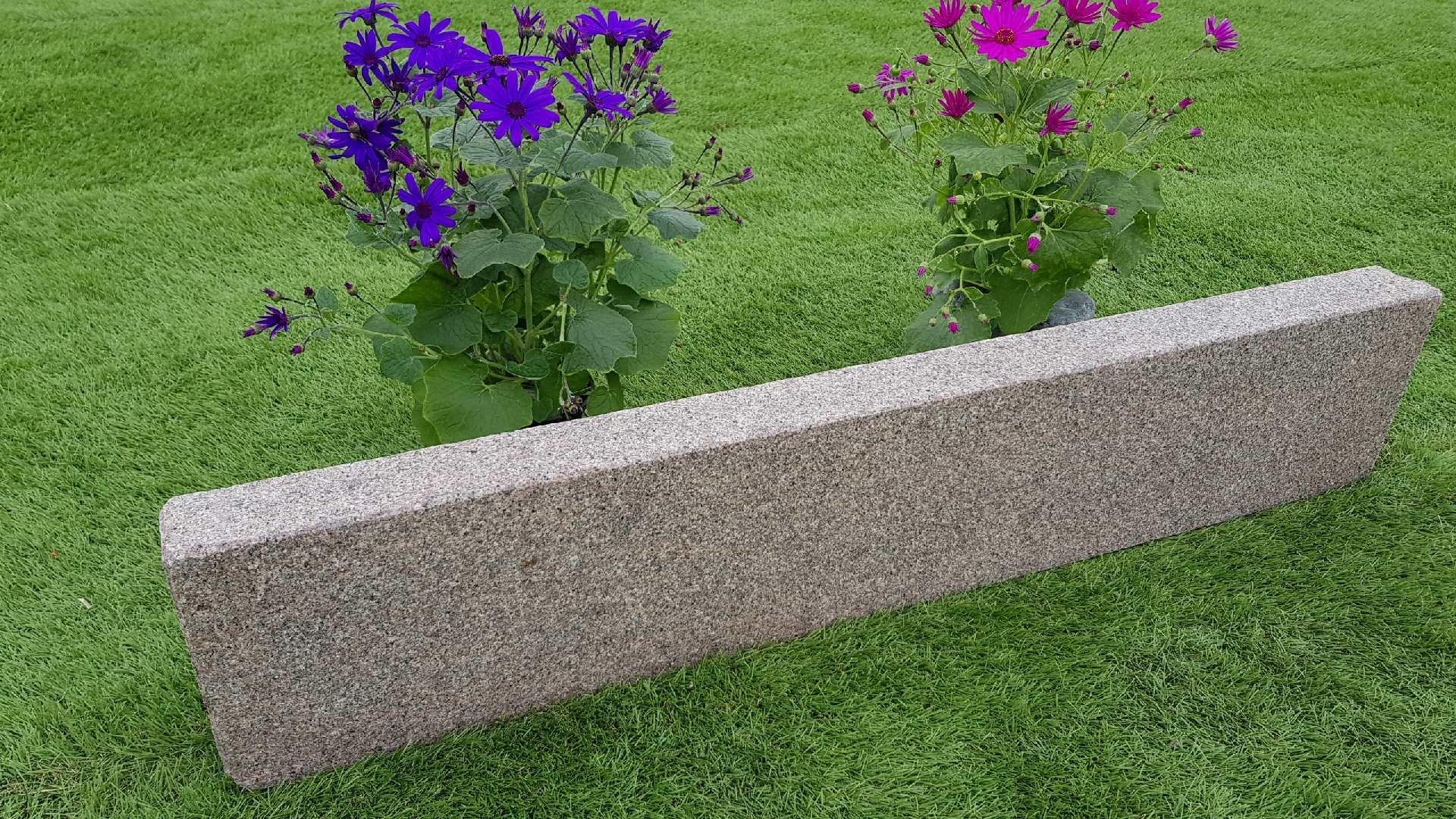 Rasenkanten Granit Bovall Rötlich